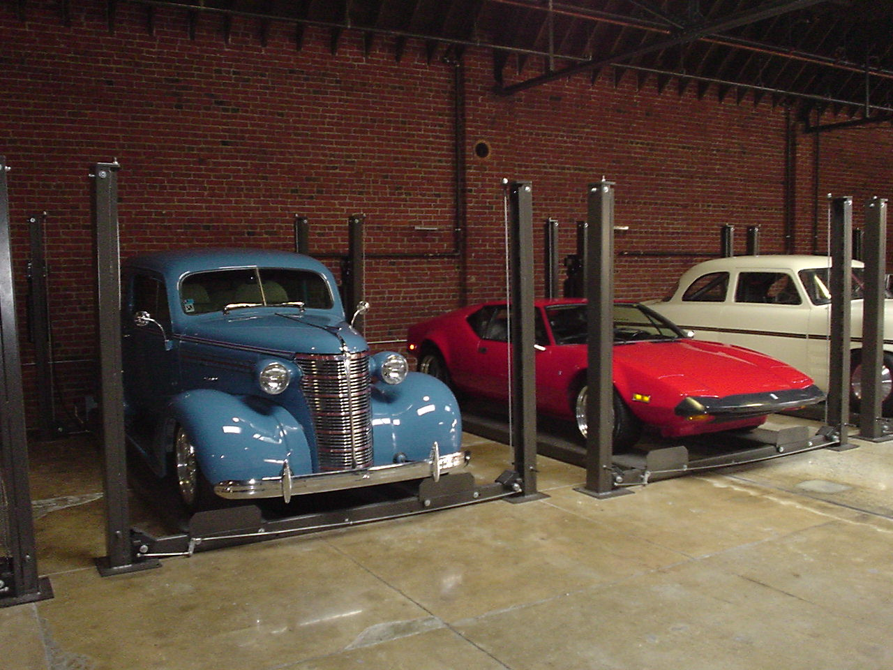 ANTIQUE CAR GARAGE | ANTIQUES CENTER